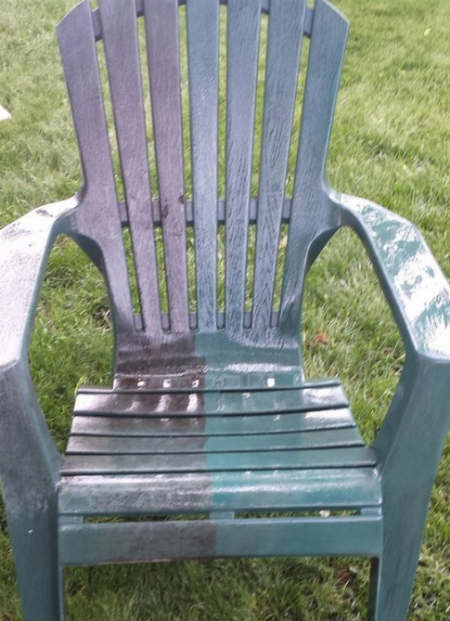 Plastic patio chair pressure cleaning