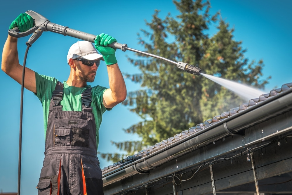 pressure cleaning roof with power washer